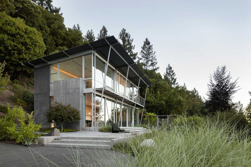 A Glass-Fronted Weekend Retreat in the Hills Above Sonoma Wine Country