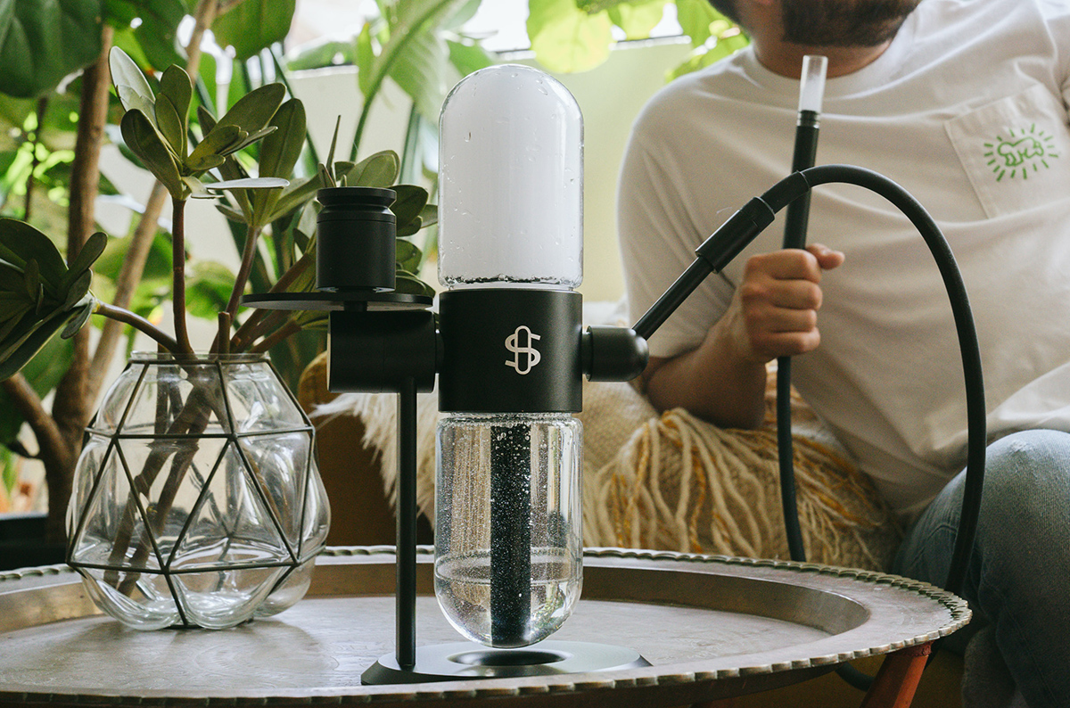 Former Apple Engineer Designs Futuristic Kinetic Motion Cannabis Water Pipe