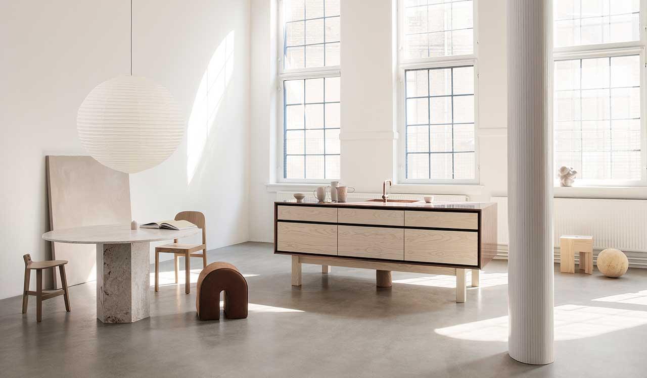 A New Kitchen Model Mixing Wood, Copper + Zinc