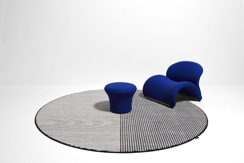 round rug in room
