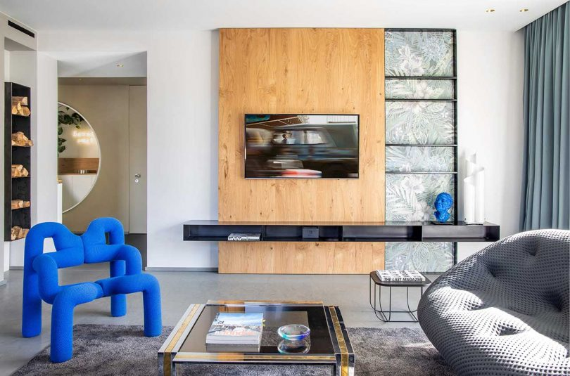Take Time Is a Residence Close to Brescia Stuffed With Hues of Blue and Gray