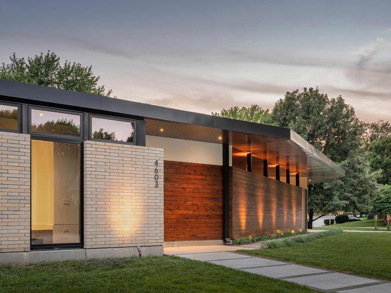 The Homestead Residence in Kansas Gives Nod to Mid-Century Modern Design