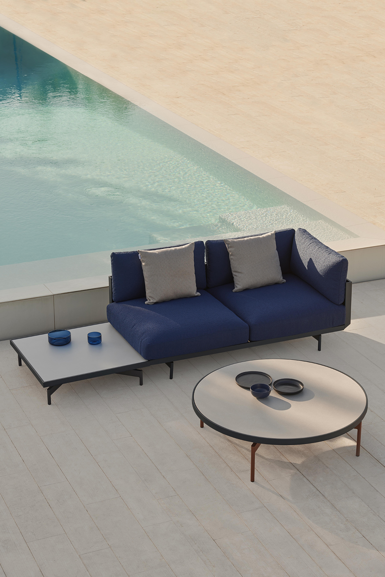 outdoor furniture poolside