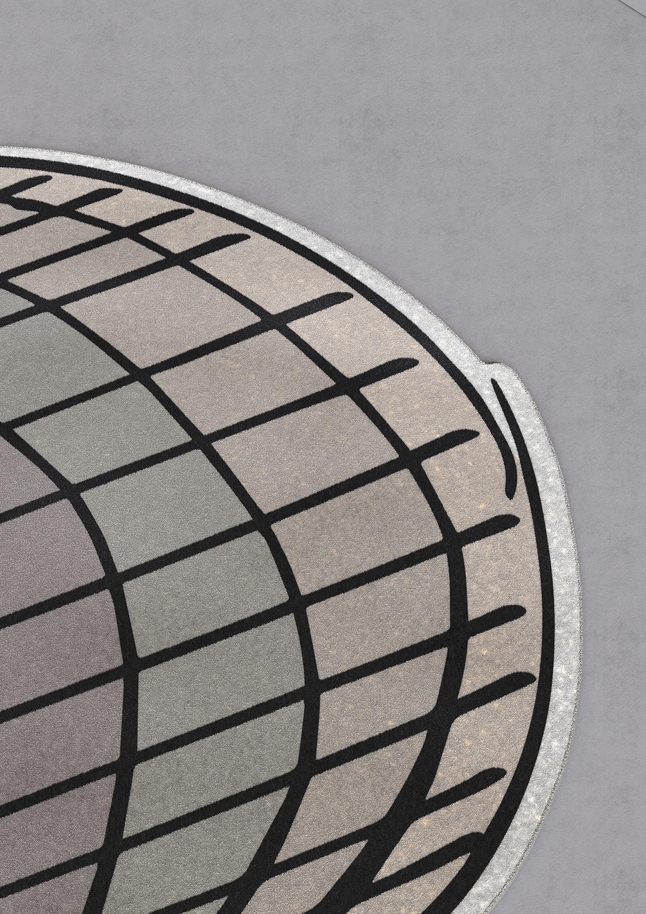 round rug detail
