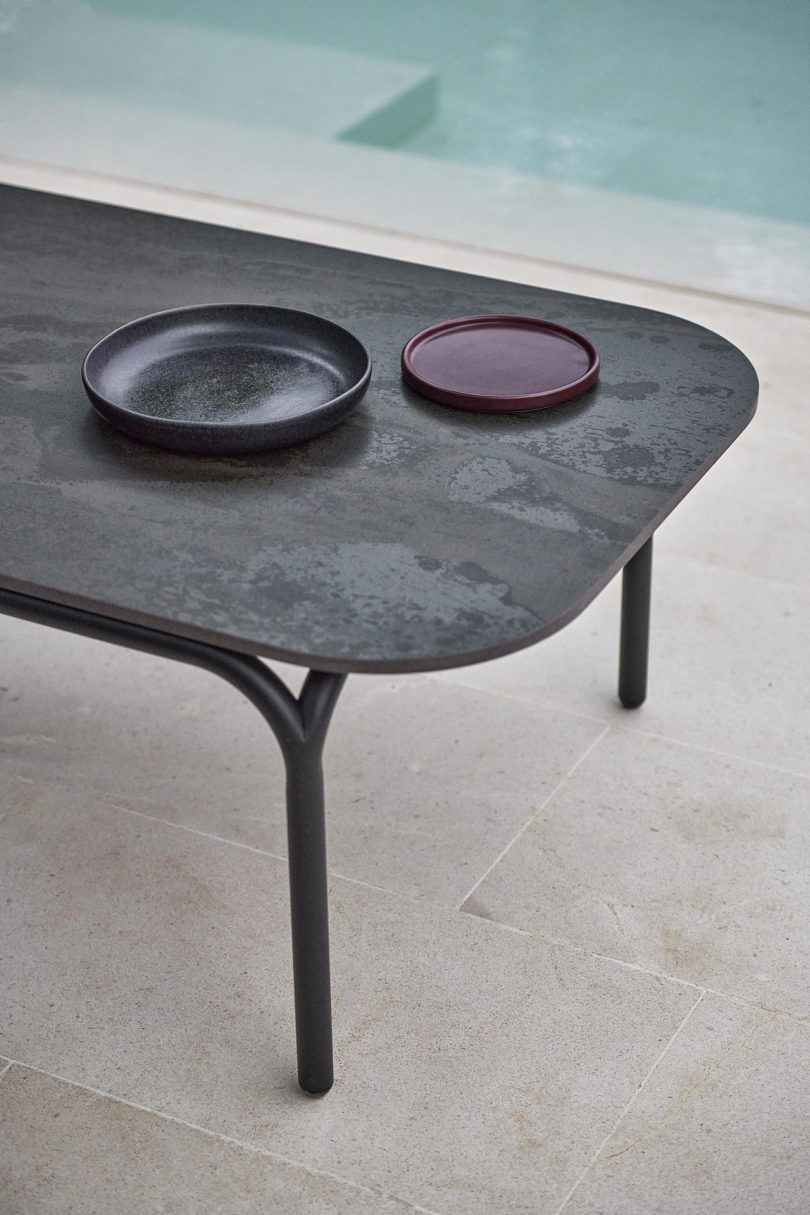 outdoor coffee table detail