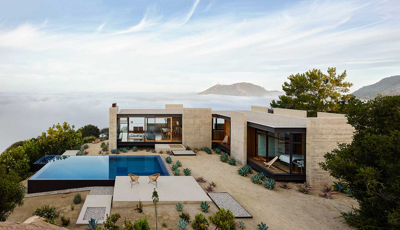A Restorative Retreat in the Santa Monica Mountains Overlooking the Pacific