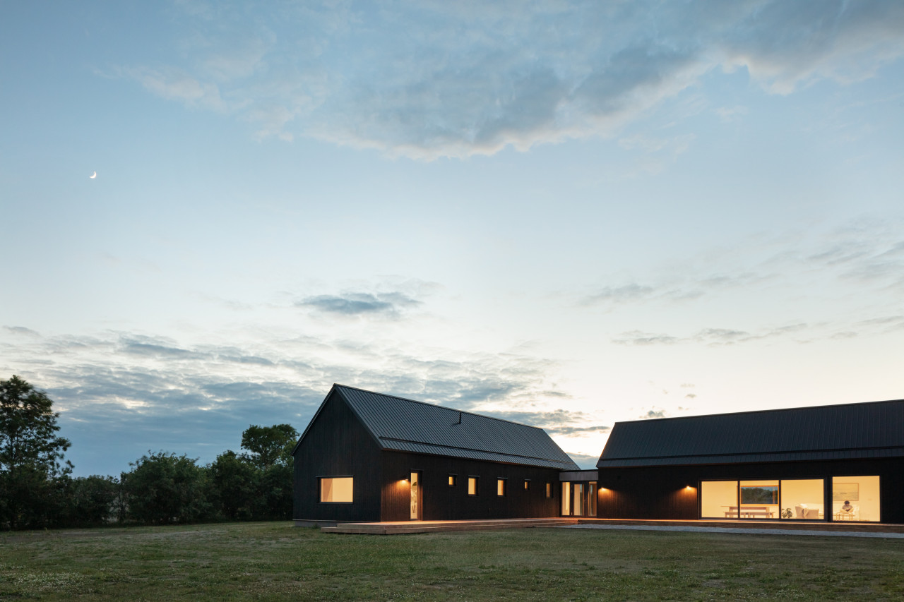 Ravi Handa Architect + AAmp Studio Make a Solid Case for an L-Shaped Home