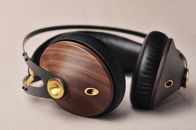 Meze 99 Classics Headphones Plug Into the Pleasures of Sound