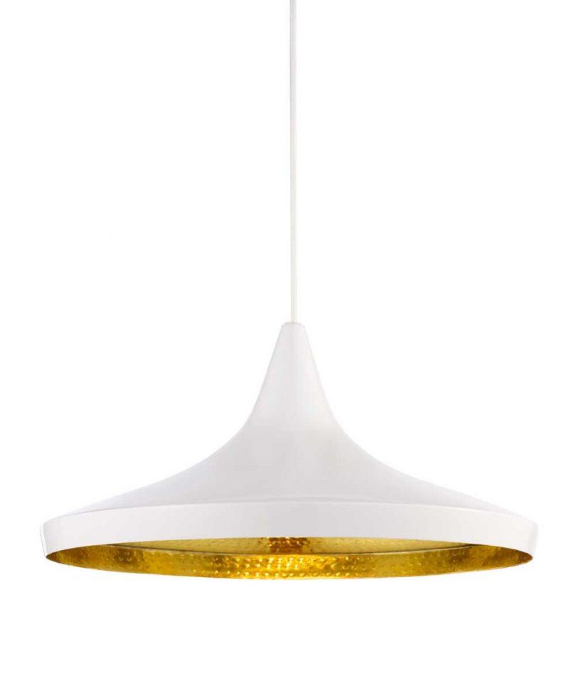luminária pendente branca com interior de latão