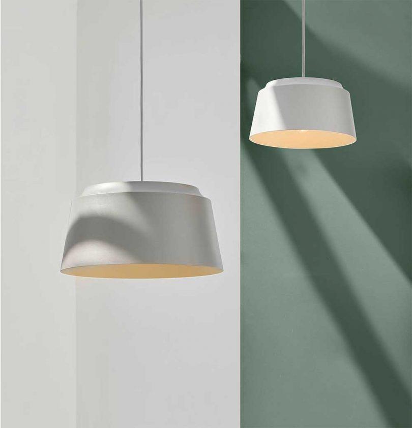 duas lâmpadas pendentes penduradas