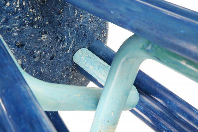 lado de baixo da cadeira de banquinho do ciclo da onda