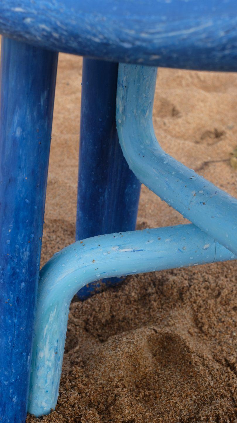 close up da cadeira na areia