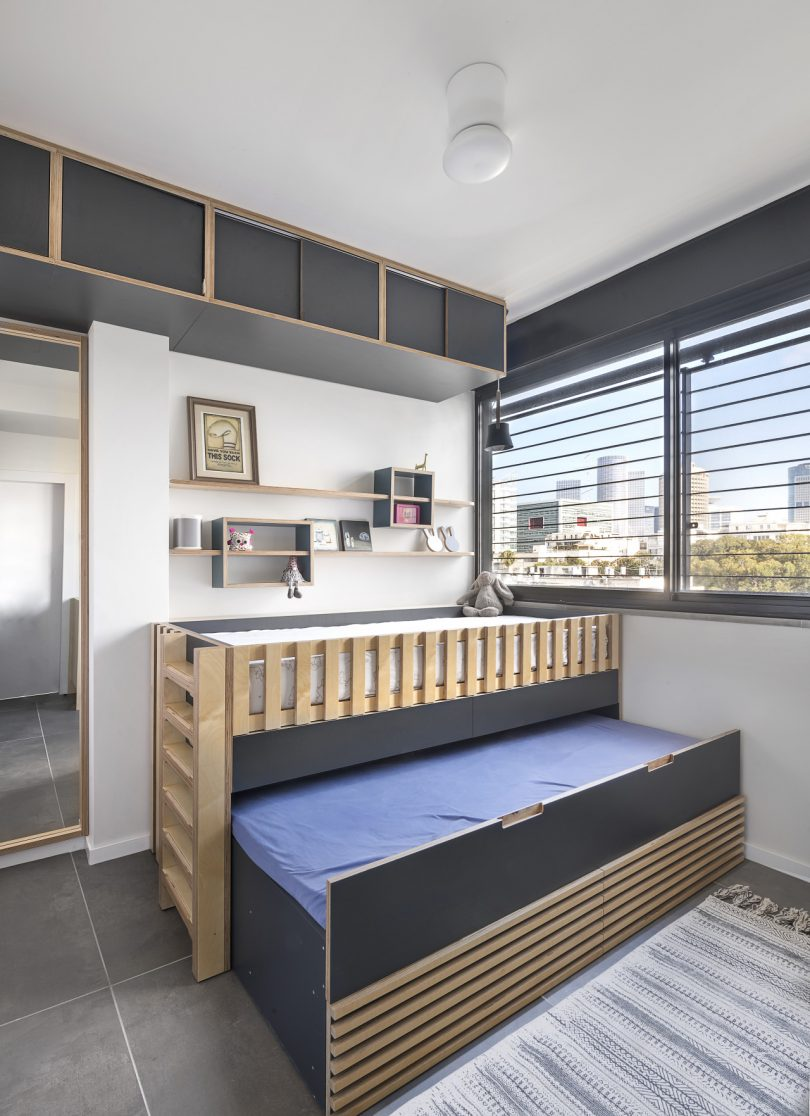 children's bedroom with crib and pull-out bed