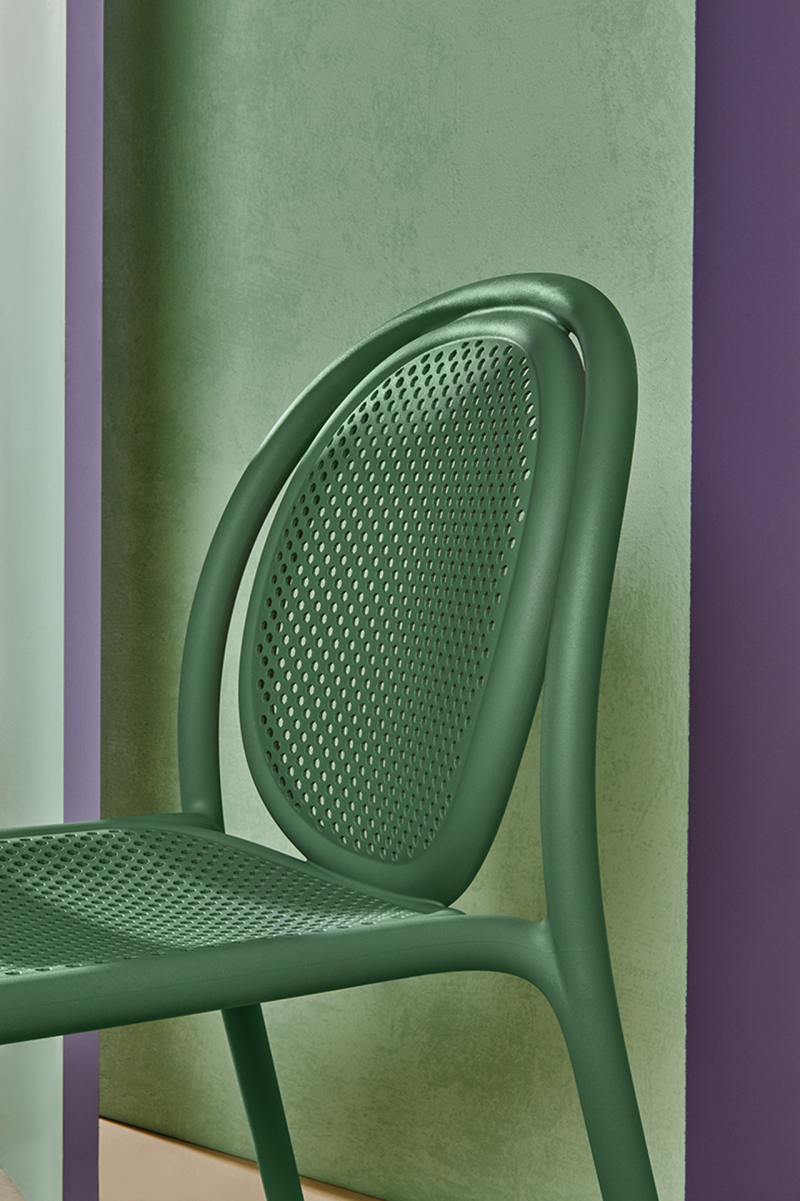detail of green dining chair with curved back