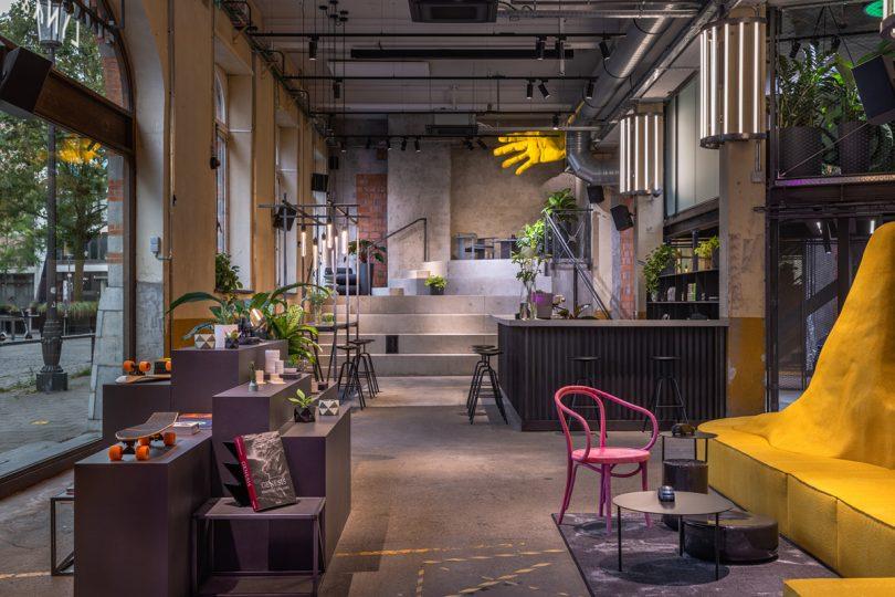 Antwerp Club retail space and display
