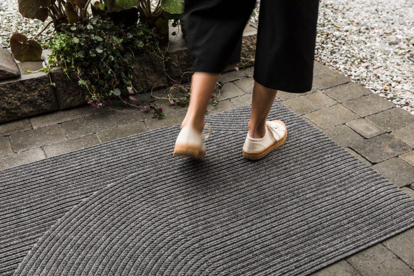 grey rug mat