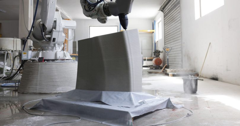 3d printer printing concrete blocks