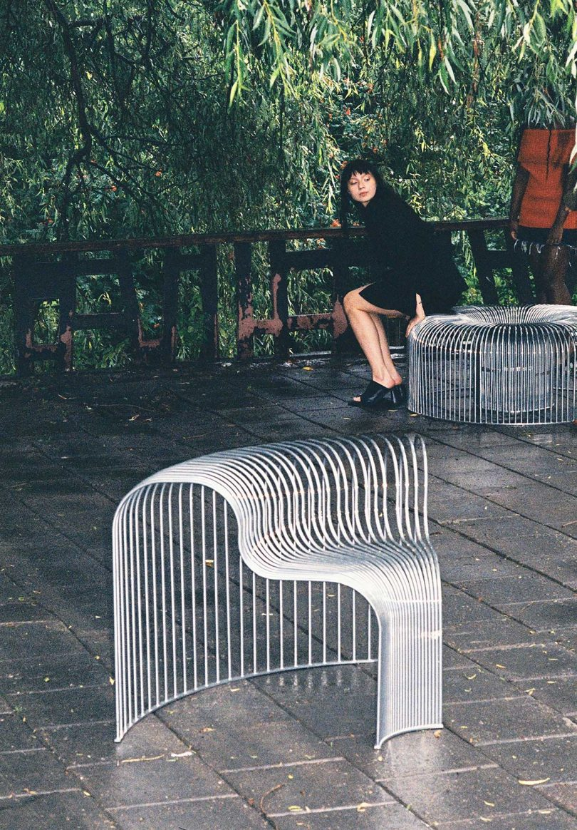 bended wire seating in a park