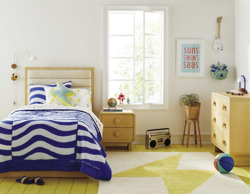 habitación infantil moderna con tema azul y amarillo