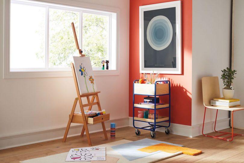 estudio de arte moderno para niños con cochecito de arte y alfombra moderna