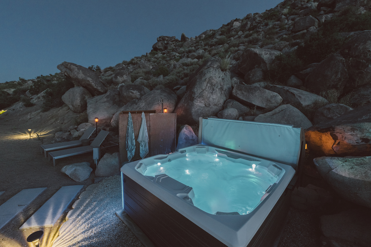 desert vacation house jacuzzi