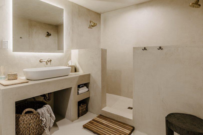 desert vacation house bathroom
