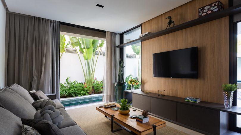 beach house tv room