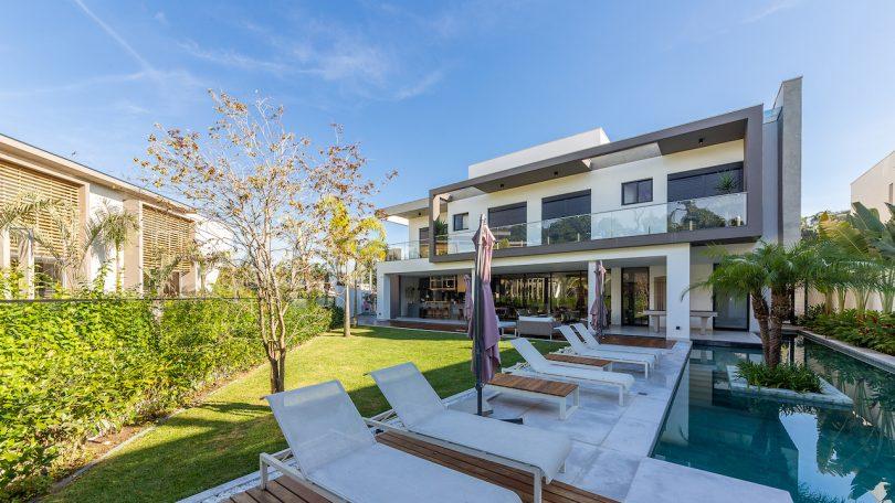 beach house backyard